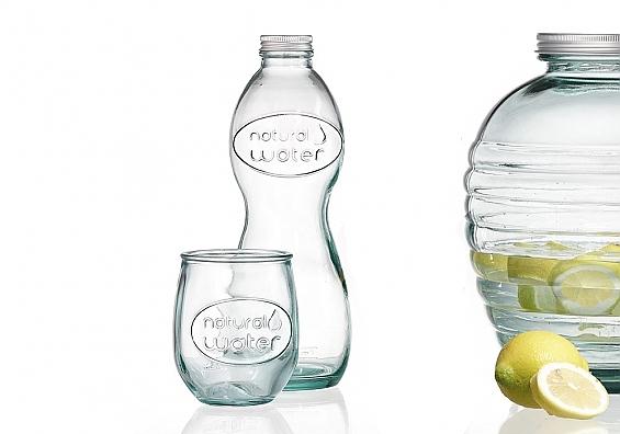 Wasserflasche und Wasserglas Natural